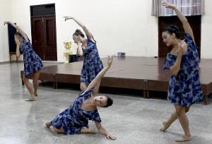 Dancers Perform Heavens Declare in Cardenas; Dancers Danielle Glynn, Shannon Murray, Madeleine Miller, Adriana Salazar Photo Credit Centro Cristiana de Reflexion y Dialogo